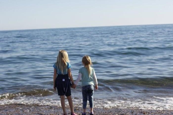 2 girls and an ocean